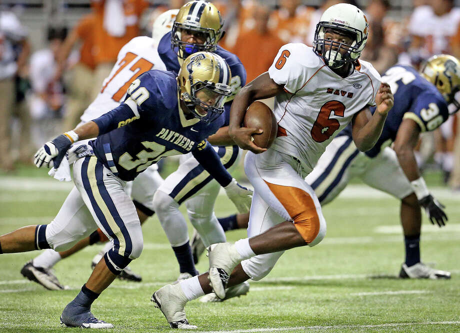 Maverick running back Dominique Daniels sprints by defender Marces Garza-Dishman en route to a fourth quarter touchdown as Madison plays O'Connor in second round 5A football playoffs at the Alamodome on November 23, 2013. Photo: TOM REEL