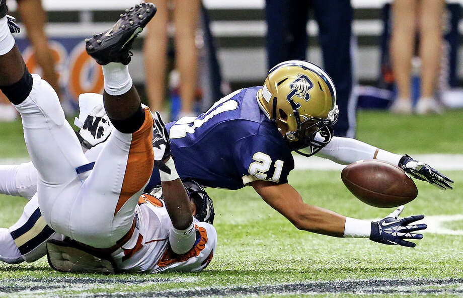 O'Connor's Blake Jones recovers his own fumble on a return as Madison plays O'Connor in second round 5A football playoffs at the Alamodome on November 23, 2013. Photo: TOM REEL