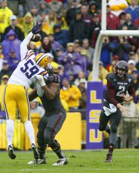 LSU defensive end Jermauria Rasco bats down a throw by Texas A&M quarterback Johnny Manziel. Photo: Cody Duty, Houston Chronicle