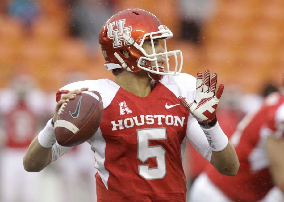 UH quarterback John O'Korn looks to make a pass against Cincinnati. Photo: J. Patric Schneider, For The Chronicle