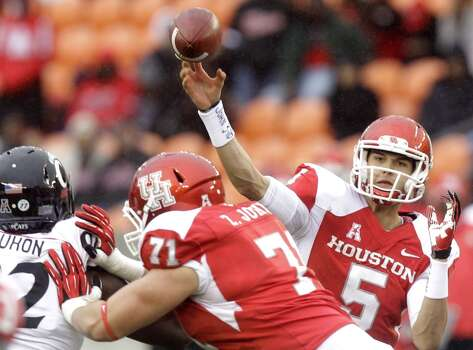 UH quarterback John O'Korn attempts a pass versus Cincinnati. Photo: J. Patric Schneider, For The Chronicle
