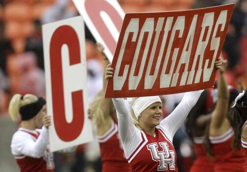 UH cheerleaders during the Cougars' game against Cincinnati. Photo: J. Patric Schneider, For The Chronicle