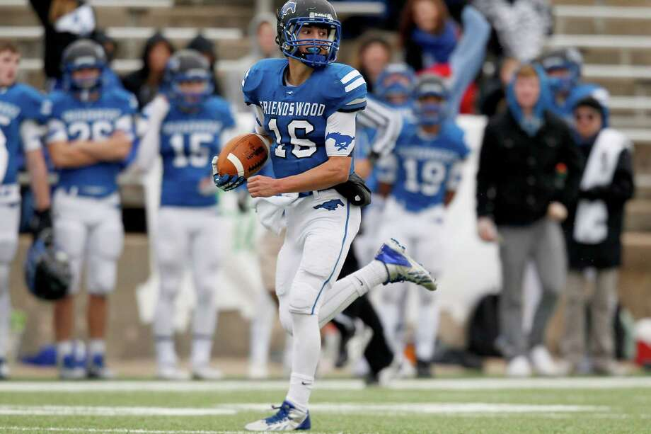 11/23/13: Friendswood Mustang Tyler Page (16) runs for 75 yard touchdown run against the Stratford Spartans  in the Class 4 A Division One Play-Off game at Mercer Stadium in Sugarland, Texas. Stratford won 34 to 7. Photo: Thomas B. Shea, For The Chronicle / © 2013 Thomas B. Shea