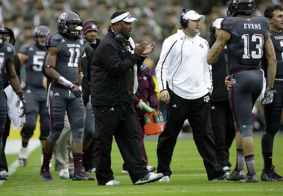 Texas A&M head coach Kevin Sumlin  encourages his team during a timeout in the first half of an NCAA college football game against LSU in Baton Rouge, La., Saturday, Nov. 23, 2013. (AP Photo/Gerald Herbert) Photo: Gerald Herbert, Associated Press / AP