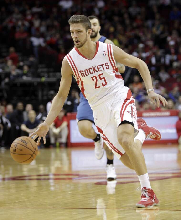 Rockets small forward Chandler Parsons (25) brings the ball up the court. Photo: Bob Levey, Houston Chronicle