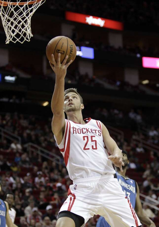 Rockets small forward Chandler Parsons (25) drives to the basket for a layup. Photo: Bob Levey, Houston Chronicle