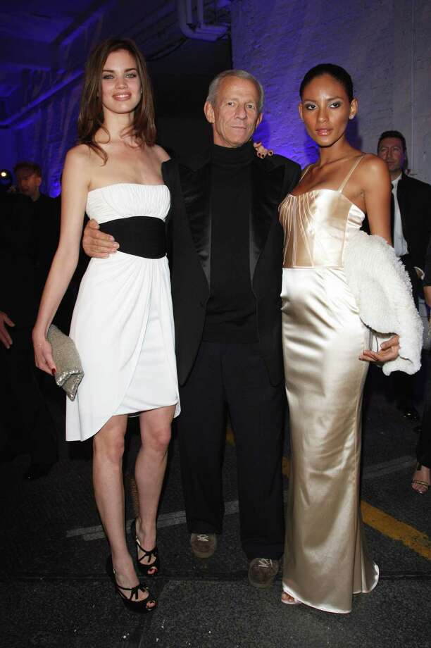 "Photographer Peter Beard With The Models Rianne Ten Haken (Li) and Emanuela De Paulo at the gala dinner at the presentation Of the Pirelli Calendar 2009 "" at the Station In Berlin Photo: Franziska Krug, Getty Images / German Select"