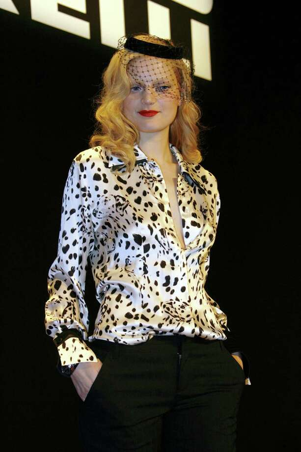 Top model Guinevere Van Seenus  attends the photocall to launch this year's famous fashion calendar, the 2006 Pirelli Calendar, at the Palais Brogniard, Place de la Bourse on November 18, 2005 in Paris, France. This year's calendar features Jennifer Lopez, Gisele Bundchen, Karen Elson, Guinevere Van Seenus, Natalia Vodianova and, controversially, Kate Moss. Photo: Eric Ryan, Getty Images / 2005 Eric Ryan