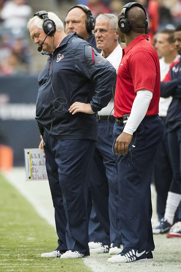 Texans defensive coordinator Wade Phillips reacts after a penalty against his team during the first half. Photo: Smiley N. Pool, Houston Chronicle