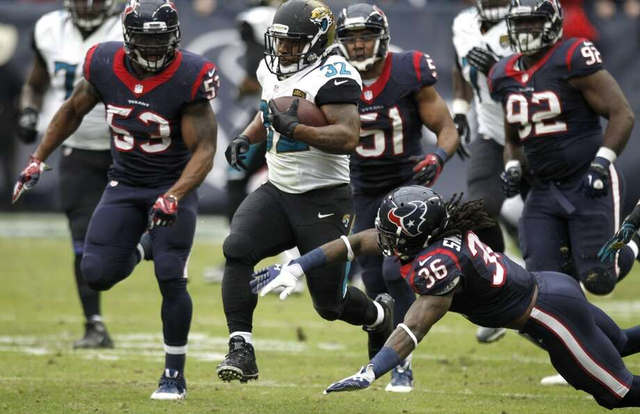 Jaguars running back Maurice Jones-Drew (32) runs past Texans strong safety D.J. Swearinger (36) on a 44-yard run during the second quarter. Photo: Brett Coomer, Houston Chronicle