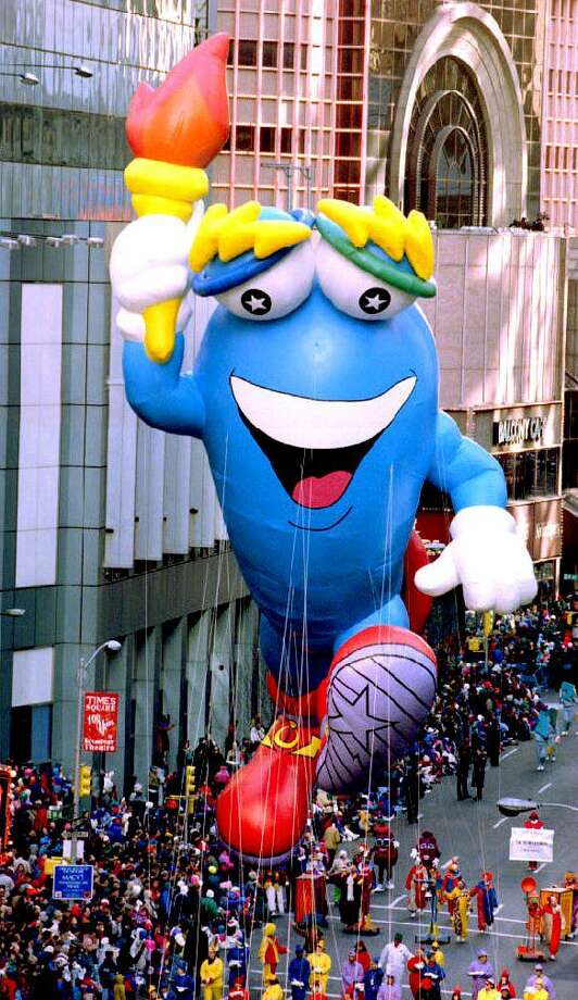 Izzy, the mascot for the 1996 Summer Olympics, makes his first appearance in the 67th annual Macy's Thanksgiving Day parade in New York on Nov. 25, 1993. Photo: BOB STRONG, Getty Images / AFP