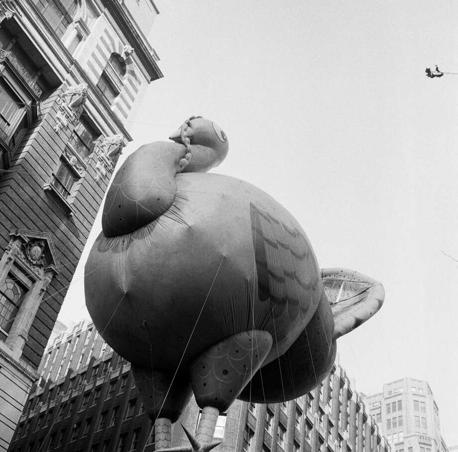 A large turkey balloon passes overhead during the 1954 Macy's Thanksgiving Day Parade. Photo: NBC, Getty Images / © NBC Universal, Inc.