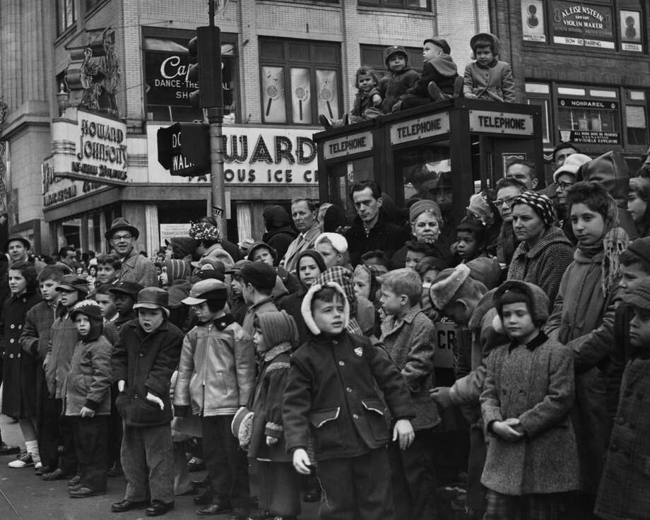 Crowds of children gather in a New York street to watch Macy's Thanksgiving Day Parade, circa 1960. Photo: Keystone, Getty Images / Hulton Archive