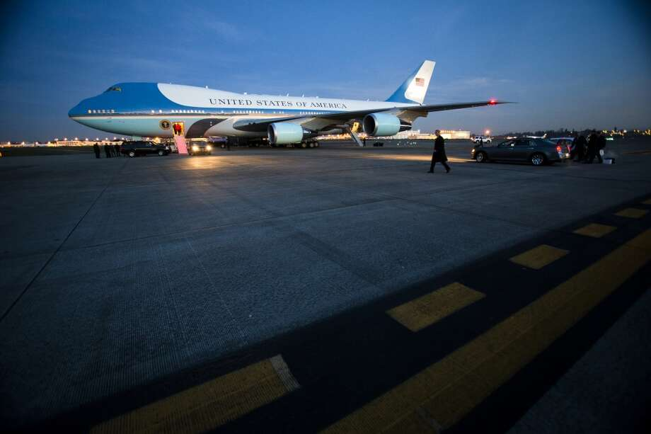 President Barack Obama arrives in Air Force One to attend two Seattle fundraisers Sunday, Nov. 24, 2013, at Sea-Tac International Airport. Photo: JORDAN STEAD, SEATTLEPI.COM