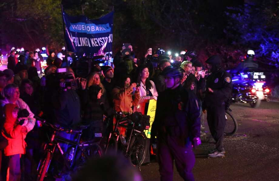 Spectators and people opposed to the Keystone XL pipeline gather as the motorcade of President Barack Obama passes. The president attended a fundraiser at the northwest Seattle home of business owner Tom Campion. Photo: JOSHUA TRUJILLO, SEATTLEPI.COM