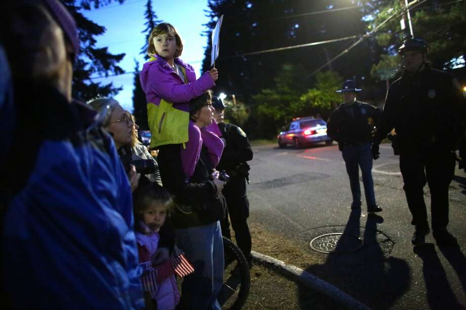 Spectators are ordered to step back as they wait for the motorcade of President Barack Obama to pass. Photo: JOSHUA TRUJILLO, SEATTLEPI.COM