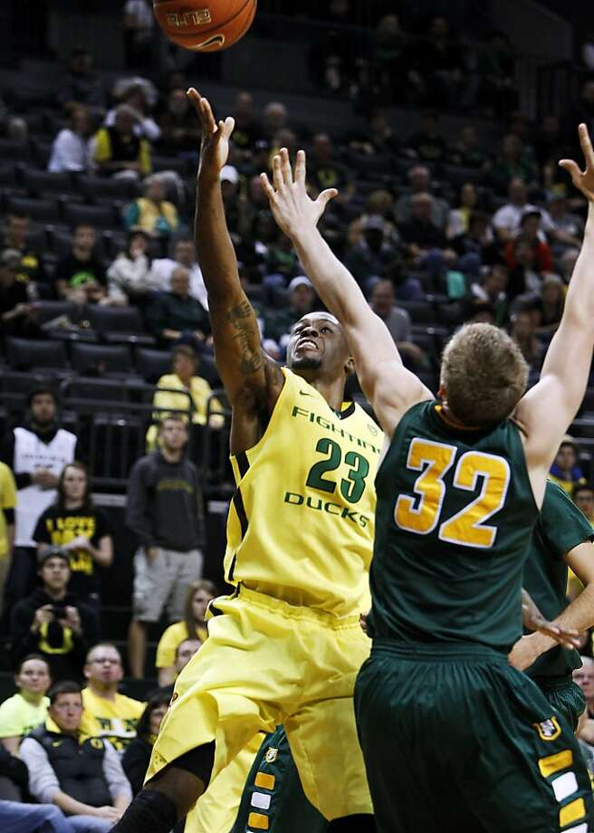 Elgin Cook, who came off the bench to lead Oregon with 18 points, takes a shot over USF's Tim Derksen. Photo: Chris Pietsch, Associated Press