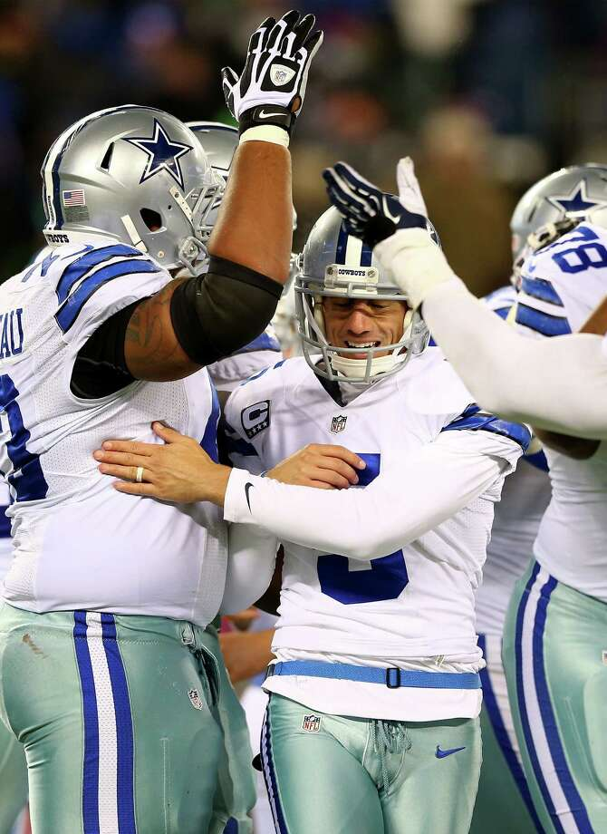 Dan Bailey is congratulated after his 35-yard field goal on the final play helped the Cowboys sweep the season series from the Giants and put Dallas into a first-place tie with the Eagles. Photo: Elsa / Getty Images