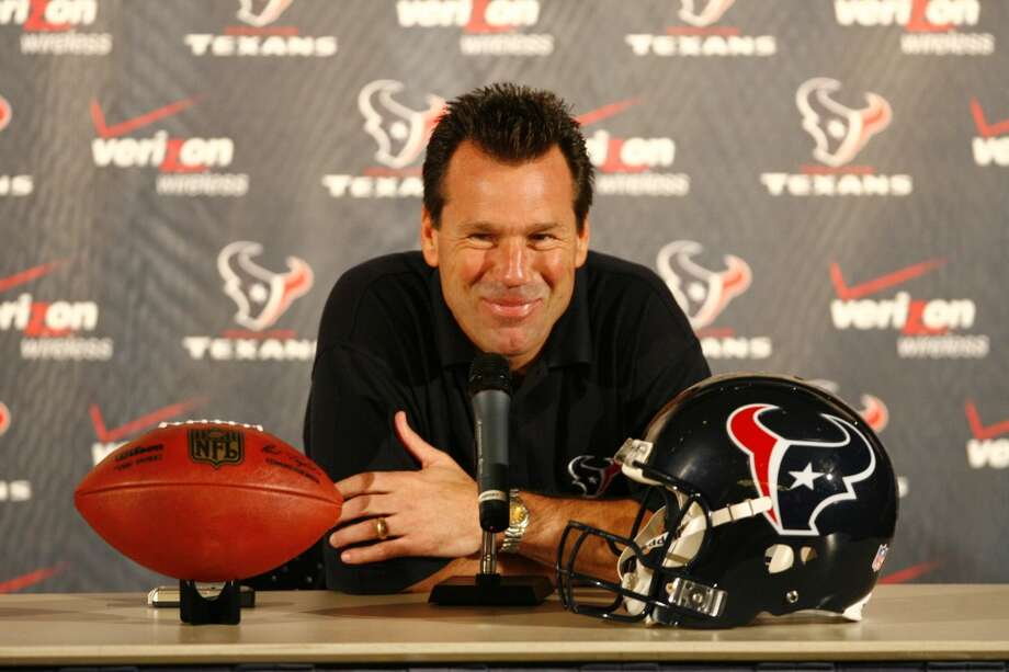 Gary Kubiak answers questions about the Texans draft class which included Mario Williams, DeMeco Ryans, Eric Winston and Owen Daniels. Photo: Nick De La Torre, Houston Chronicle