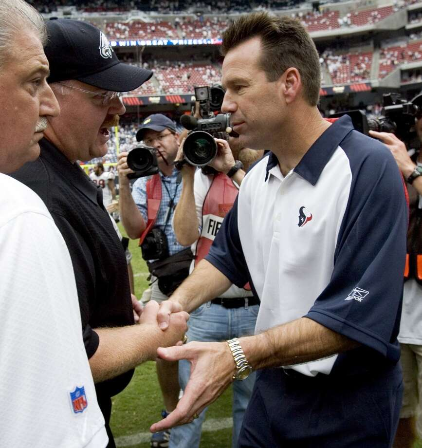 Gary Kubiak shakes hands with Philadelphia Eagles coach Andy Reid, left, after the Eagles beat the Texans 24-10 in Kubiak's head coaching debut. Photo: Brett Coomer, Houston Chronicle