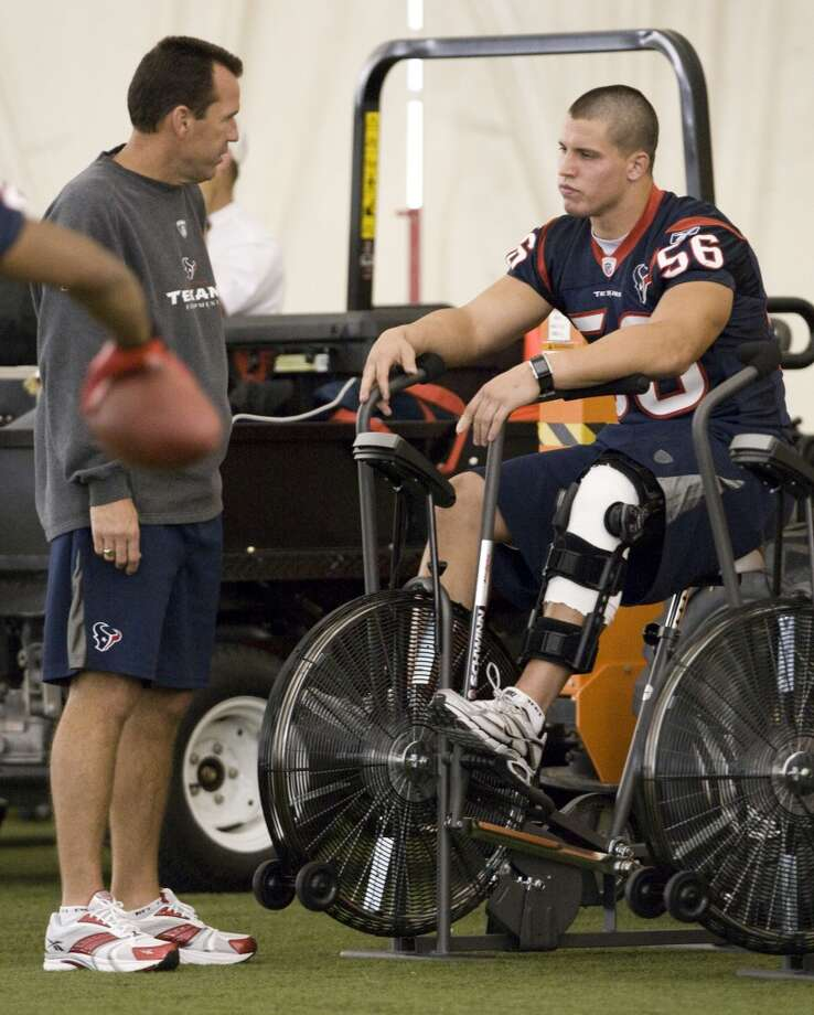 Gary Kubiak talks to linebacker Brian Cushing during training camp. Cushing was the Texans' first-round pick in the 2009 draft. Photo: Brett Coomer, Houston Chronicle