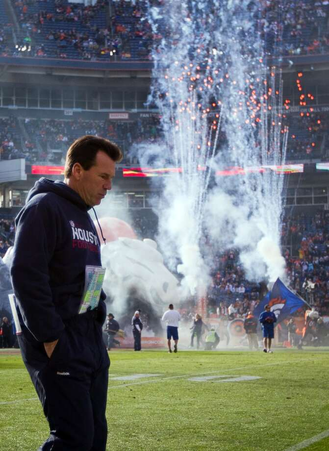 Gary Kubiak walks onto the field before the Texans' 24-23 loss to the Tim Tebow-led Denver Broncos on Dec. 26, 2010. Photo: Smiley N. Pool, Houston Chronicle