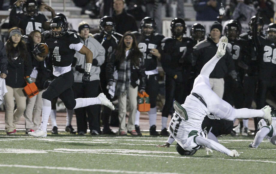 Steele's Justin Stockton, left, breaks away on the first play for a 75-yard touchdown in Steele's 40-23 second-round playoff win over the Reagan Rattlers Friday. Photo: Kin Man Hui / San Antonio Express-News