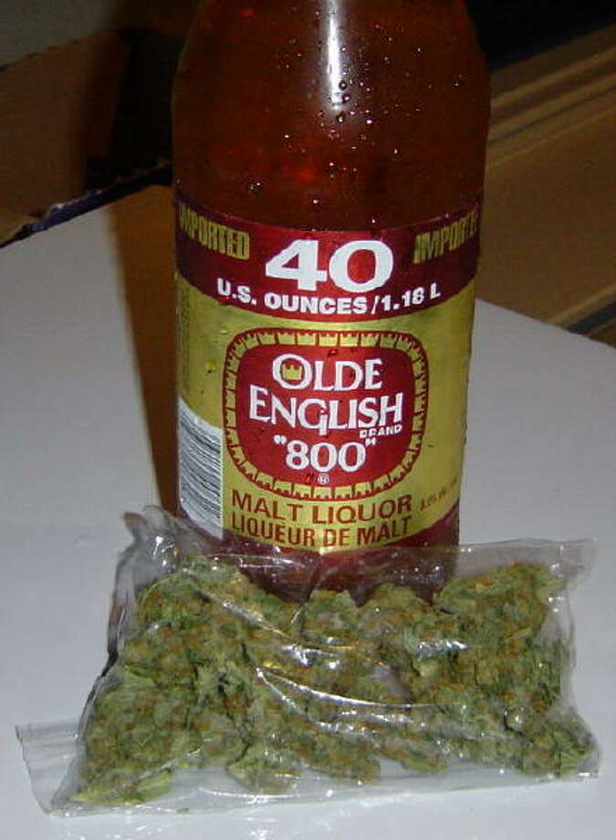 Olde English 800 Photo: 40ozmaltliquor.com