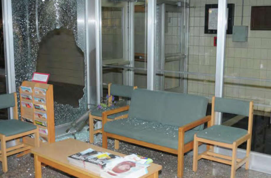 042- Lobby Area SHES