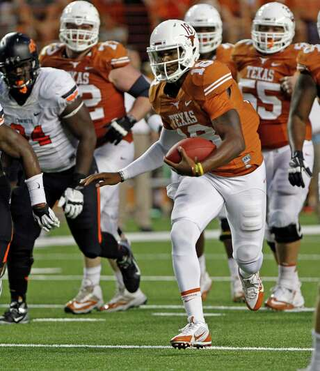 Despite getting limited playing time this year, Texas quarterback Tyrone Swoopes, right, is in the mix for the starting job next season. Photo: Michael Thomas, FRE / FR65778 AP