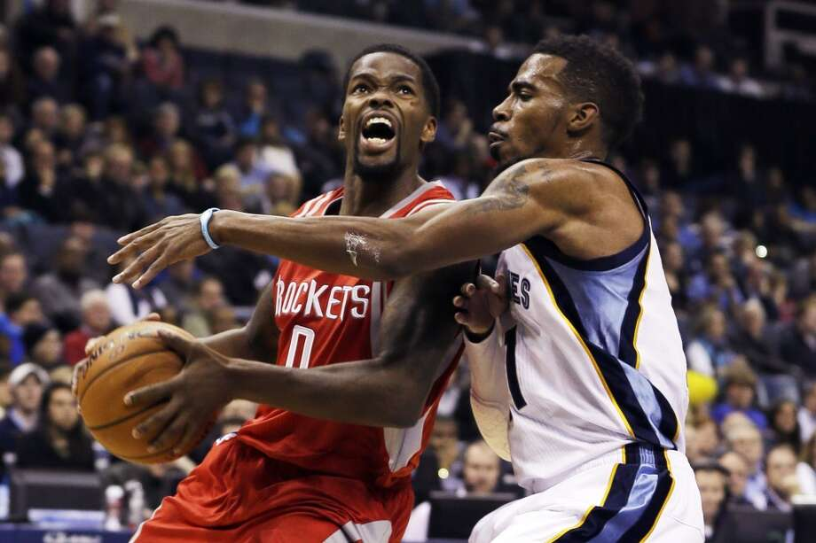 Aaron Brooks of the Rockets drives against Grizzlies point guard Mike Conley. Photo: Danny Johnston, Associated Press
