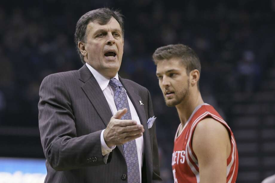 Rockets head coach Kevin McHale motions to his players as Chandler Parsons walks past. Photo: Danny Johnston, Associated Press