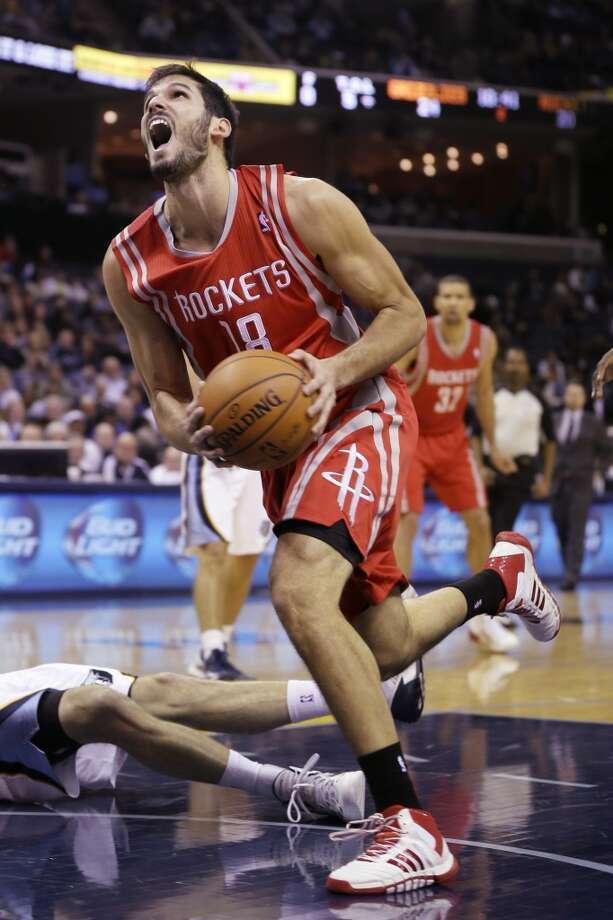 Rockets forward Omri Casspi looks toward the basket against the Grizzlies. Photo: Danny Johnston, Associated Press