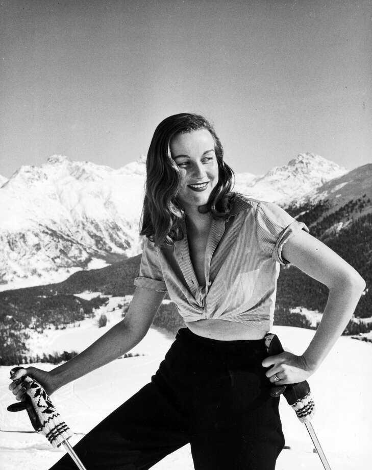 1947:  Model Alexandra Wolff skiing in the Alps at fashionable winter resort. Photo: Alfred Eisenstaedt, Time & Life Pictures/Getty Image