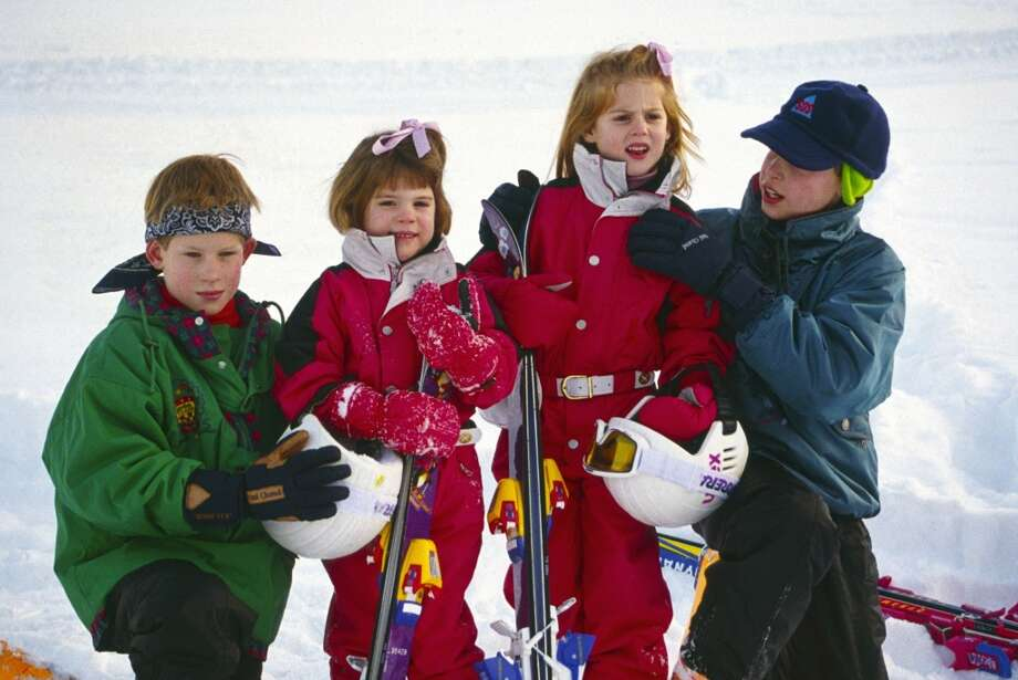 1995: Prince William helps his cousin Princess Beatrice with her ski suit as they pose with Prince Harry and Princess Eugenie during their skiing vacation.  Photo: Tim Graham, Tim Graham/Getty Images