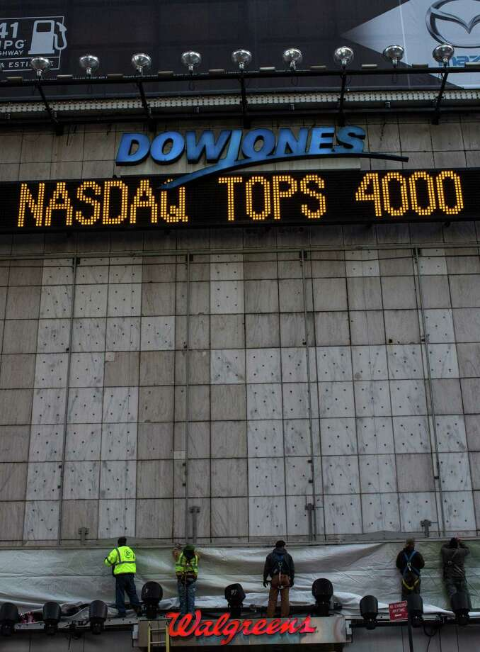The Times Square news ticker announces that the Nasdaq composite index finishes above 4,000, the first time that has happened since September 2000. Photo: Andrew Burton / Getty Images