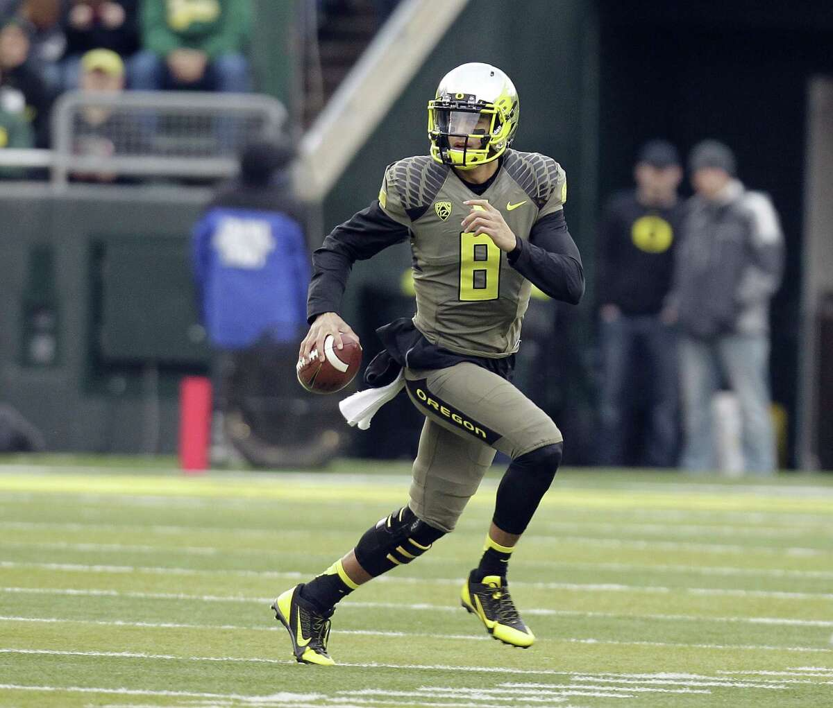 Marcus Mariota, a quarterback projected to go ahead of Johnny Manziel in the first round, could return to Oregon and make Manziel more desirable.