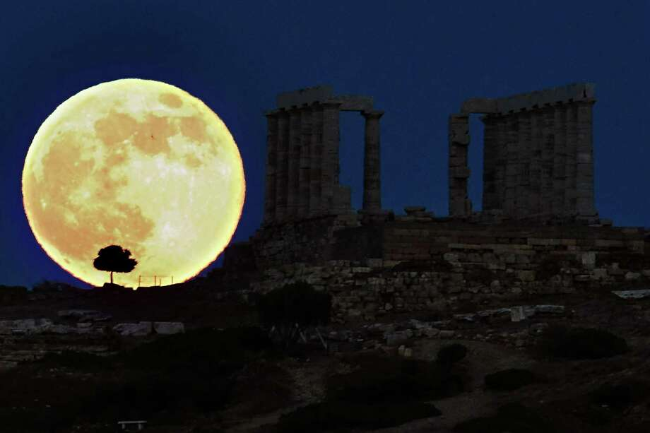 Many Athens landmarks have survived to this day, and the most famous of them, without a doubt, is the Acropolis of Athens