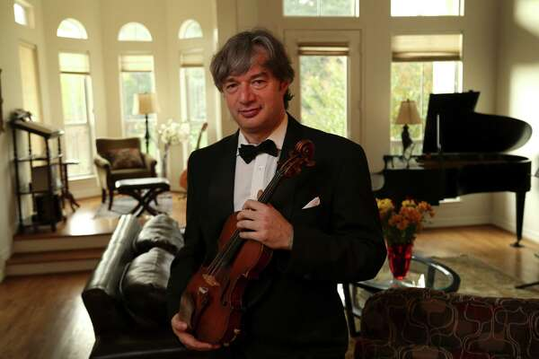 Violinist shows his thanks with holiday dinners