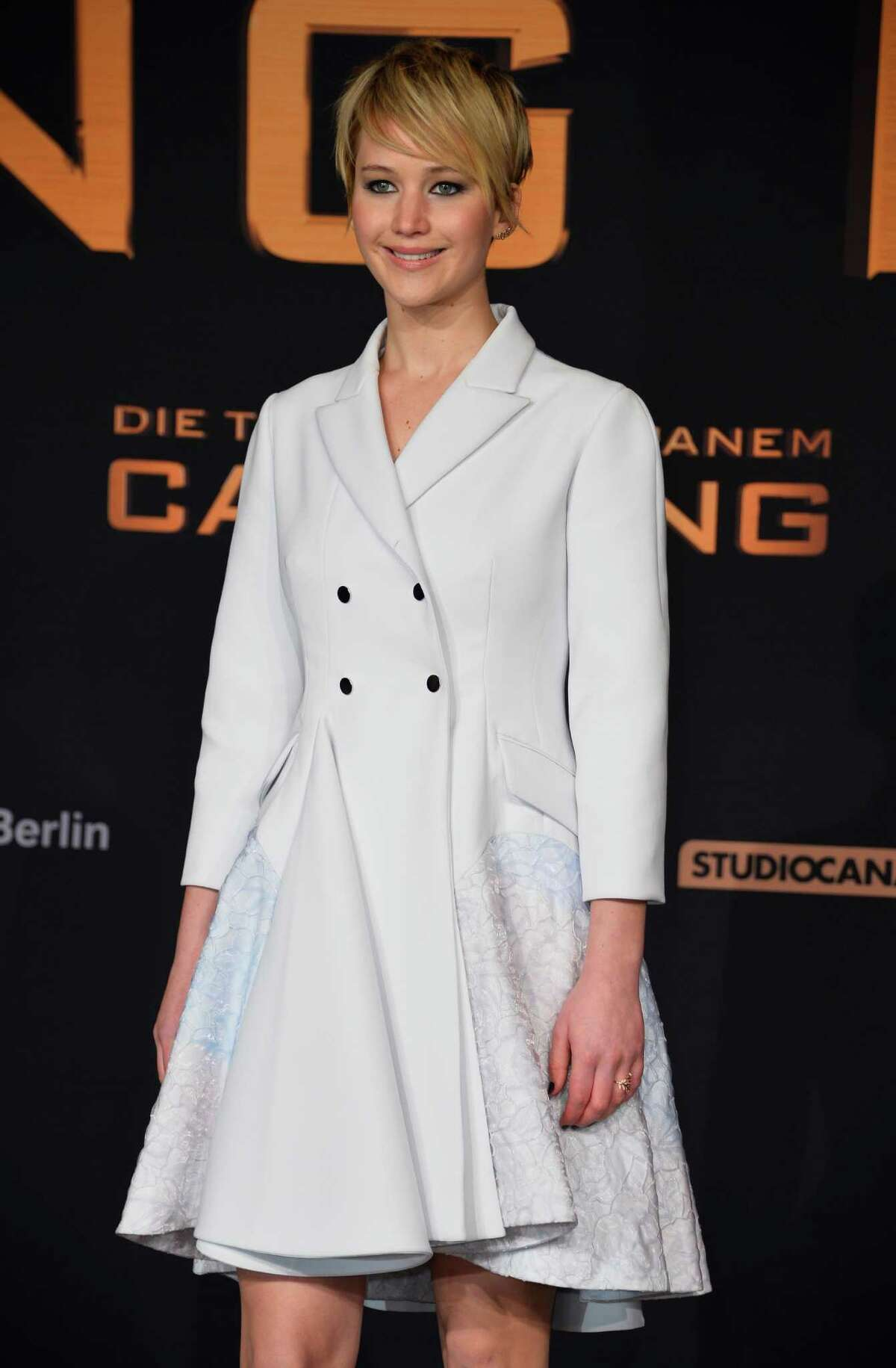 Rooney Mara stepped onto the red carpet wearing a white lurex dress by Balenciaga.
