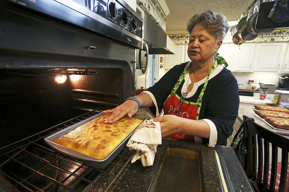 Myrt Duffin inspects one of the dozens of pineapple upside-down cakes she bakes in her kitchen as gifts for family, friends and clients of Duffin Engine Service, which she and husband Russell Duffin own. Photo: Photos By Tom Reel / San Antonio Express-News