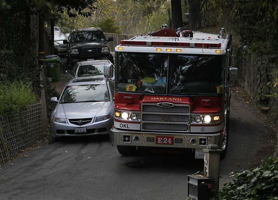 An Oakland fire truck specially outfitted for hilly roads navigates a curved section of Valley View Road. Firefighters on narrow, crowded roads often struggle to get their vehicles through. Photo: Paul Chinn, The Chronicle