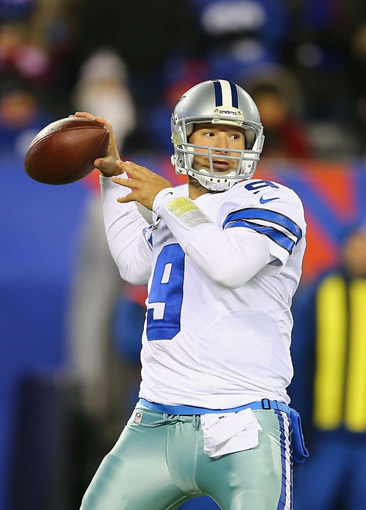 EAST RUTHERFORD, NJ - NOVEMBER 24: Tony Romo #9 of the Dallas Cowboys passes against the New York Giants during their game at MetLife Stadium on November 24, 2013 in East Rutherford, New Jersey. (Photo by Al Bello/Getty Images)