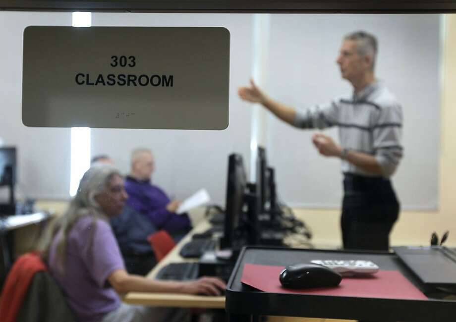 Wally Jankowski teaches a computer skills class at the Tenderloin Technology Lab in San Francisco. Some students have had no experience with the Internet. Photo: Paul Chinn, The Chronicle