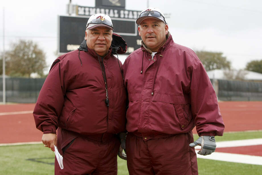 Head coach Isaac Martinez (left) and offensive coordinator Oscar Cardenas have worked together at Harlandale for 30 years. Photo: Marvin Pfeiffer / San Antonio Express-News