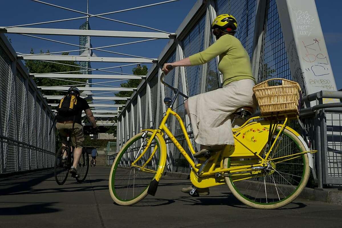 Bicycling along Portland River Walk - East bank Esplanade and Waterfront loop, Oregon.