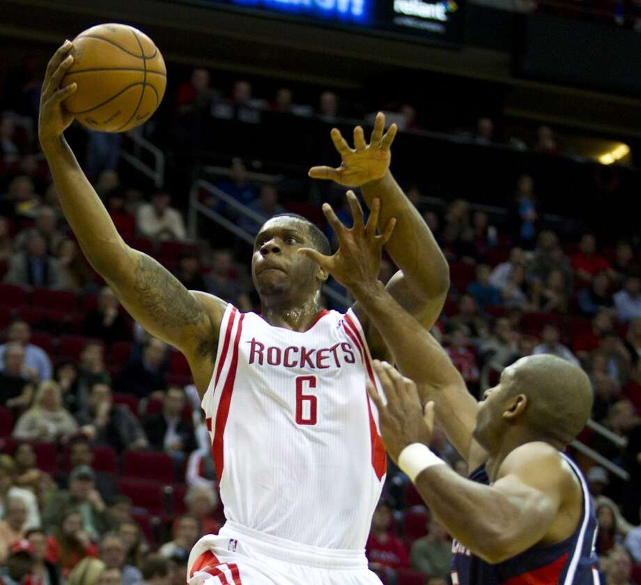 Rockets power forward Terrence Jones (6) drives for a layup past Hawks center Al Horford. Photo: Brett Coomer, Houston Chronicle