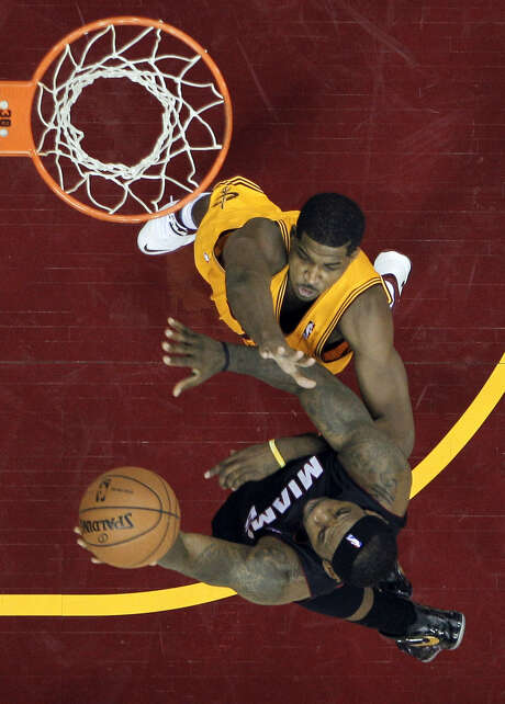 Miami's LeBron James goes toward the basket against the defense of Cleveland's Tristan Thompson, a University of Texas-ex, during the Heat's victory. Photo: Mark Duncan / Associated Press