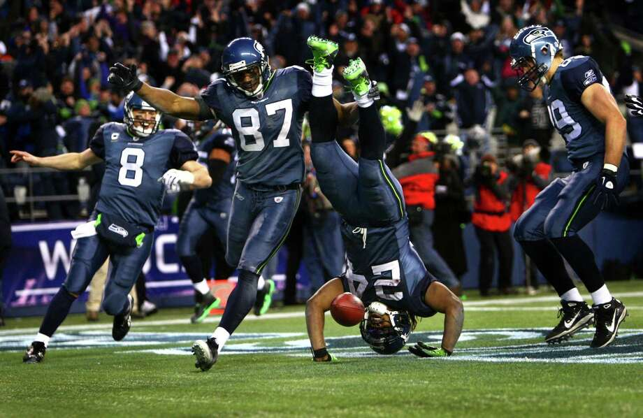 Marshawn Lynch goes upside-down into the end zone after a 67-yard run in the fourth quarter against the defending Super 
