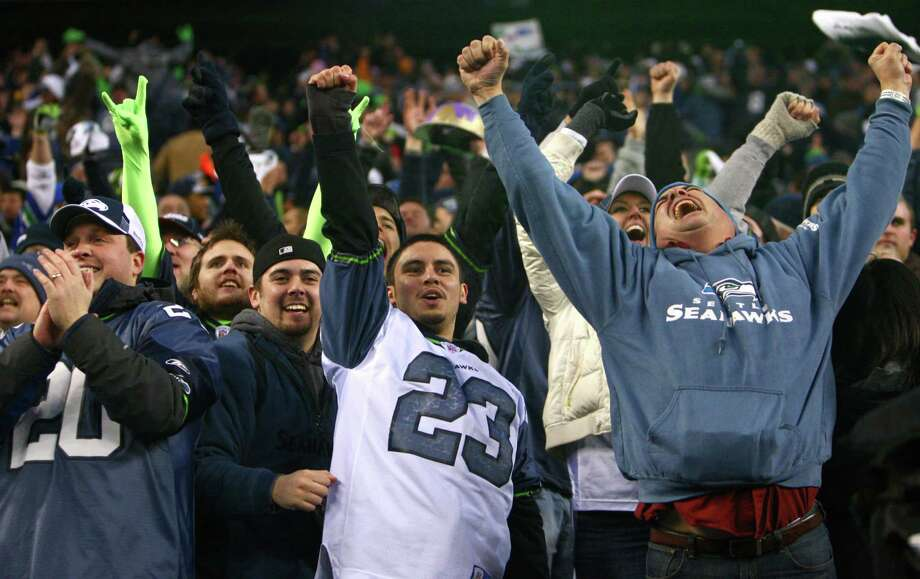 Seahawks fans erupt after Marshawn Lynch's fourth-quarter touchdown against the defending Super 